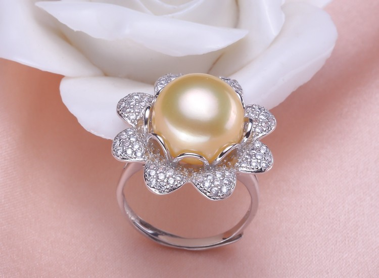 Things to Consider When You Are Shopping For Pearl Ring Jewelry